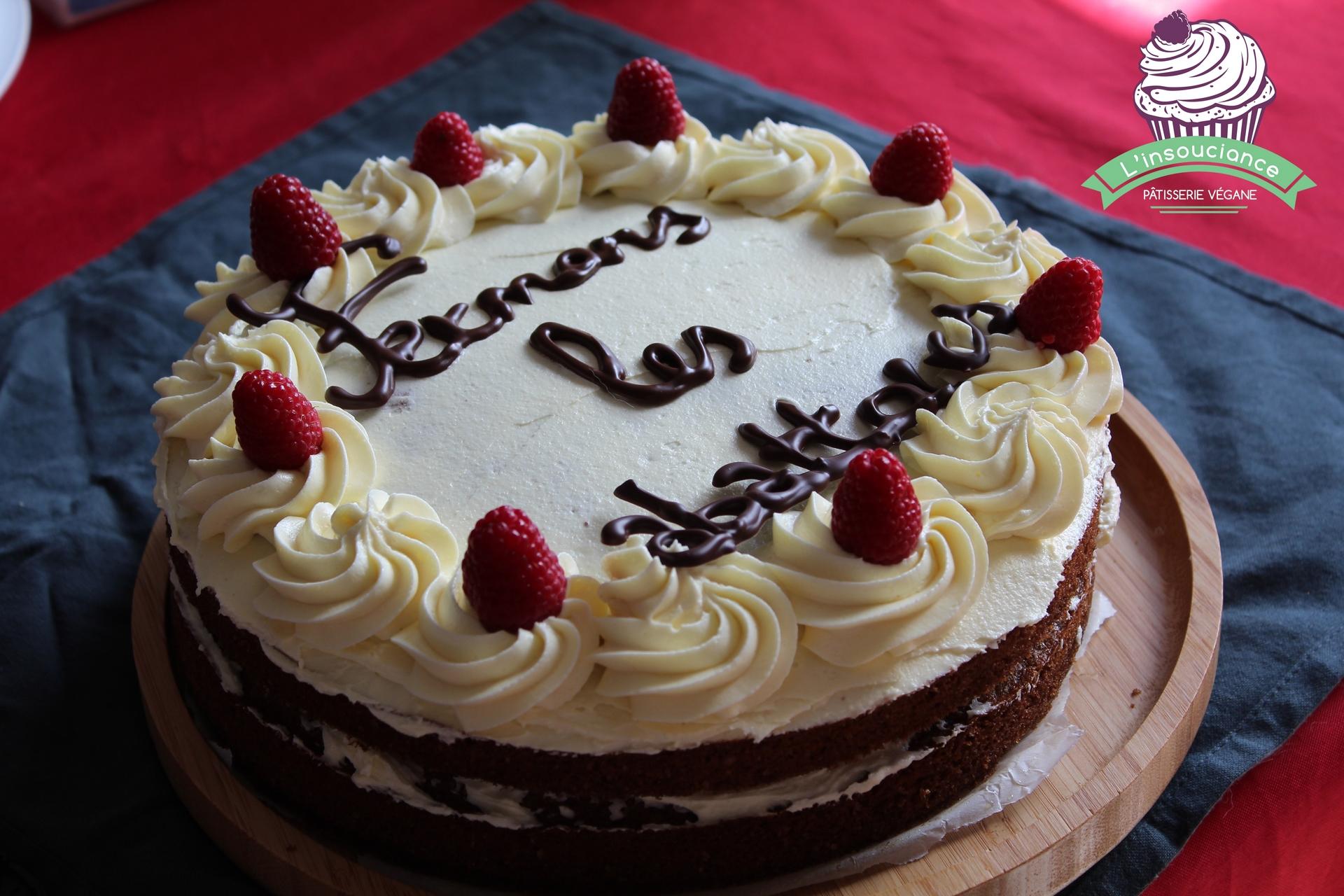 Gâteau coco-framboise glaçage vanille