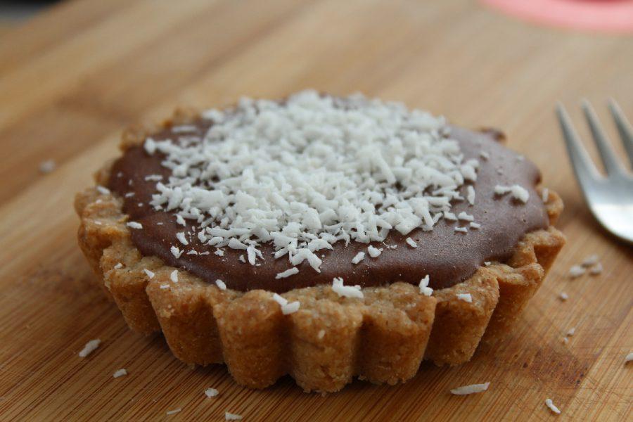 Mousse au chocolat végane sur son lit biscuité
